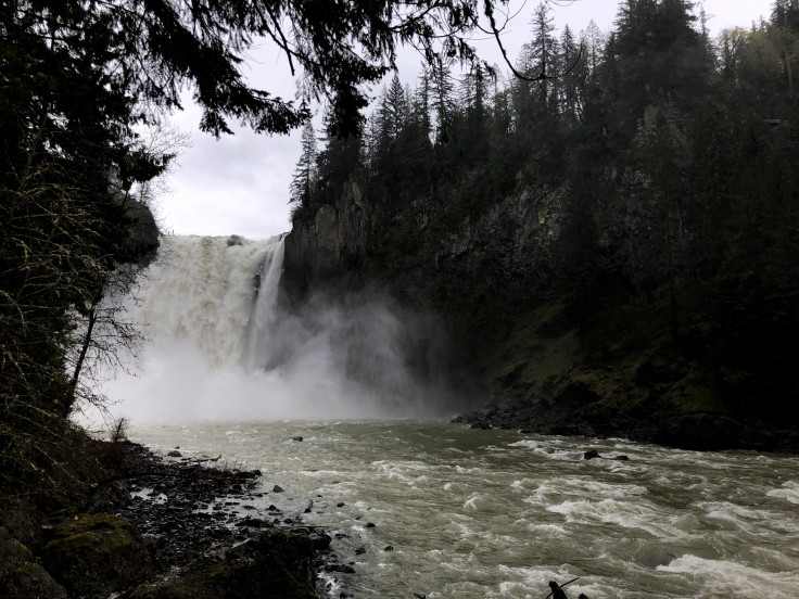 Snoqualmie falls from the lower deck