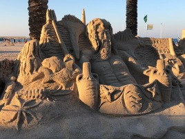 Sculture di sabbia sulla spiaggia di San Vito / Sand sculptures on the beach